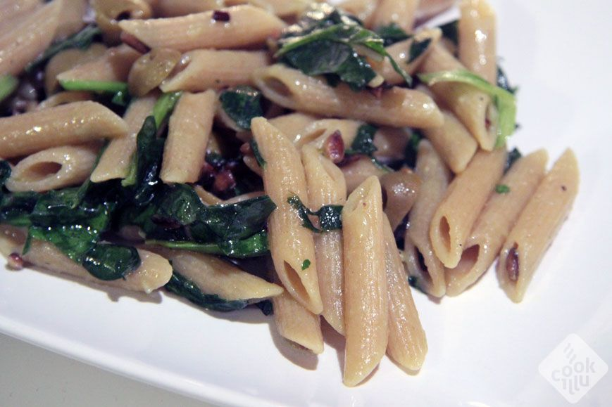 whole grain pasta with spinach